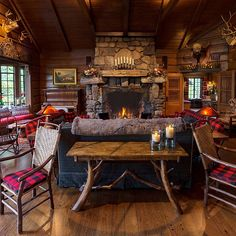 Blockhaus Amazing Western And Rustic Home Decoration Ideas Log Cabin Living, Log Cabin Homes, Log Cabins, Rustic Cabin Decor, Western Decor, Rustic Cabins, Rustic Wood, Rustic Porches, Mountain Cabin Decor