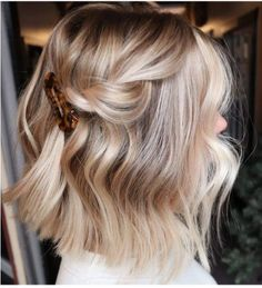 Blonde Hair Looks, Brown Blonde Hair, Blonde Hair On Brunettes, Blonde Honey, Blonde Brunette, Short Hair Updo, Short Hair Styles, Blonde Short Hair, Ponytail Hairstyles