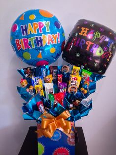 www.prassent.com contacto@prassent.com tel. 20497546 whatsapp 8111857172 Candy Boquets, Candy Bar Bouquet, Gift Bouquet, Cute Birthday Gift, Birthday Candy, Chocolate Flowers Bouquet, Candy Gift Baskets, Candy Wreath, Personalized Balloons