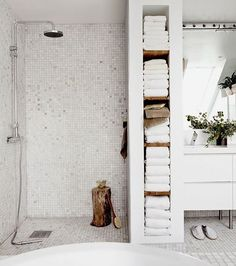 White savvy bathroom towel storage ideas for modern and minimalist bathroom design.