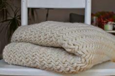 DIY Anleitung um eine Chuncky Knit Decke selber zu stricken.