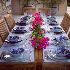 MarinaC - let's set the table! friends are coming over for lunch....#marinacmilano #foryourtableonly #effortlesslychic