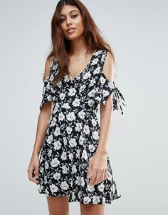 Get this Influence's cocktail dress now! Click for more details. Worldwide shipping. Influence Tie Sleeve Cold Shoulder Floral Dress - Black: Casual dress by Influence, Smooth woven fabric, All-over floral print, V-neck, Cold-shoulder cut, Tied sleeves, Regular fit - true to size, Machine wash, 100% Polyester, Our model wears a UK 8/EU 36/US 4 and is 175cm/5'9 tall. Trend focused and led by catwalk styles, Influence create a collection of knitwear, dresses and jersey separates. Influence's…
