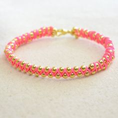 A 3-step handmade jewelry tutorial that instruct you how to make string bracelets.