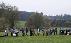 Imigrantes cruzam fronteira e chegam na Alemanha (foto:EPA)