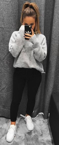 cozy fall outfit_cashmere sweater + black skinnies + sneakers