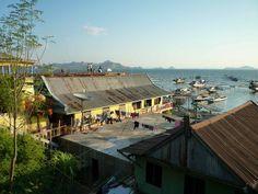 Dopo 4 giorni in barca raggiungiamo #LabuanBajo dove trascorriamo un pomeriggio di puro relax prima di prendere il volo per #Ubud a #Bali.