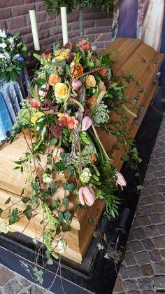 Funeral Arrangements, Flower Arrangements, Funeral Flowers, Cemetery, Centre, Floral Wreath, Wreaths, Decor, Pretty