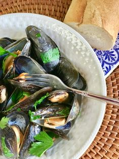 Steamed Mussels in Lemony Garlic Broth #ad #homemade4theholidays @SwansonBroth #holidayappetizers #christmas #bhgfood #forkyeah #eatthis #seasonseatings #collectivebias