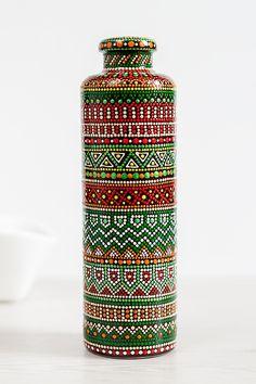 Decorative ceramic bottle with a gorgeous hand painted pattern. Painted Glass Bottles, Glass Bottle Crafts, Wine Bottle Art, Decorated Bottles, Bottle Bottle, Dot Art Painting, Painting Patterns, Flower Vases, Bouquet Flowers