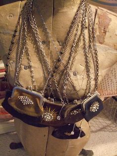 oh, I have a THING for worn old coin purses...would love to own one of these.