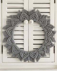 Macrame Wall Hanging Patterns, Macrame Art, Macrame Projects, Outdoor Christmas, Christmas Diy, Scandinavian Christmas, Metal Wall Art, Wall Art Decor, Diy Crafts