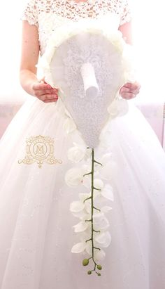 Wedding Bouquets With Bling Crystals Jewels Ideas Cascading Wedding Bouquets, Wedding Brooch Bouquets, Cascade Bouquet, Diy Wedding Flowers, Bride Bouquets, Bridal Flowers, Pearl Bouquet, Crystal Bouquet, Corsage