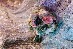 Bouquet bride pink roses букет невесты яркий нежный ягоды Розы розовые серебряный пайетки блёстки