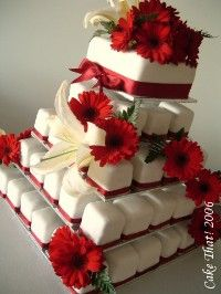 Cupcake cake. LOVE