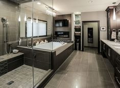 Luxury Master Bathrooms, Modern Master Bathroom, Bathroom Design Luxury, Dream Bathrooms, Minimal Bathroom, Bath Design, Bathroom With Tv, Bathroom Mirrors, Mansion Bathrooms