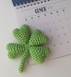 for cute detailing Quick Crochet, Cute Crochet, Crochet Baby, Knit Crochet, Crochet Flower Patterns, Crochet Flowers, Knitting Patterns, Crochet Gifts, Crochet Toys