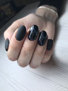 Чёрные ногти. Мрамор на ногтях. Matte Black Nails, Dark Nails, Purple Nails, Aycrlic Nails, Gradient Nails, Fun Nails, Minimalist Nails, October Nails, Gothic Nails