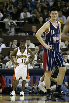 Not too many NBA players can look small next to Allen Iverson and his 160 pound frame. Basketball Memes, Basketball Pictures, College Basketball, Basketball Players, Girls Basketball, Basketball Legends, Basketball Problems, Nba Pictures, Nba Funny Moments