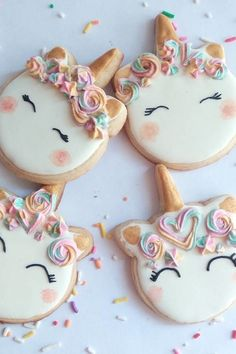 Decorated unicorn cookies decorated with royal icing and fondant. Some easy DIY unicorn cookies and many colorful, rainbow unicorn cookies! Iced Cookies, Cute Cookies, Royal Icing Cookies, Cupcake Cookies, Order Cookies, Cupcakes, Chocolate Cookies, Sugar Cookies, Birthday Cakes For Teens