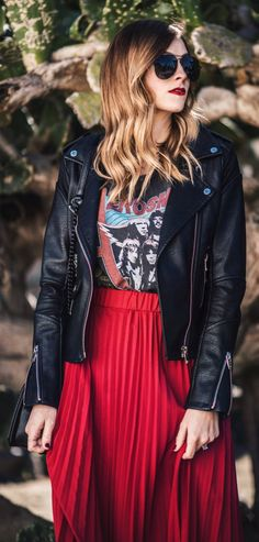 awesome spring outfits / Black Leather Jacket / Red Pleated Skirt / Printed Tee