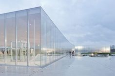Another great view from Louvre Lens by SANAA. What a lightweight musuem feeling that blend itself to a site. Pavilion Architecture, Sustainable Architecture, Amazing Architecture, Contemporary Architecture, Landscape Architecture, Interior Architecture, Residential Architecture, Classical Architecture, Interior Design