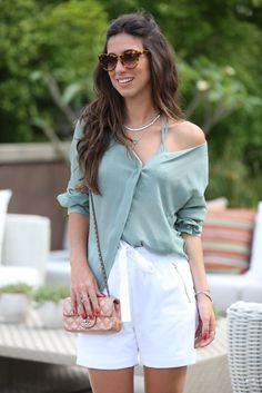 White shorts | Chanel Bag | Comfy Look | Summer Look | Cool and simple jewelery | Chains | Bracelets | Rings |   Jóias |