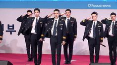 """Serving Members of 'Super Junior' and 'TVXQ' Give Dazzling Performance Of """"Oppa Oppa"""" In Police Uniforms"""