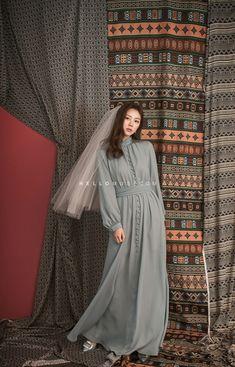korea pre wedding hellomuse Source by Muslim Fashion, Hijab Fashion, Fashion Dresses, Simple Dresses, Elegant Dresses, Casual Dresses, Korea Dress, Modele Hijab, Hijab Stile