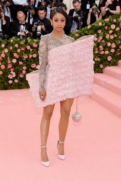 Star Style Liza Koshy from 2019 Met Gala Red Carpet Fashion In Balmain and APM Monaco jewelry Don't Anna Wintour, Pink Carpet, Red Carpet Looks, Red Carpet Dresses, Natalie Morales, Trajes Tommy Hilfiger, Christian Siriano, Serena Williams, The Dress