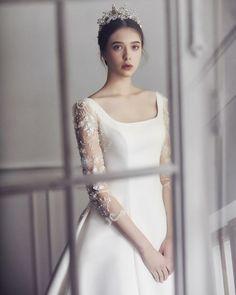 Minimalist Wedding Dresses, Classic Wedding Dress, Wedding Dress Trends, Bridal Wedding Dresses, White Wedding Dresses, Simple Gowns, Wedding Gowns With Sleeves, Wedding Dress Accessories, Bridal Looks