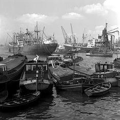 Maashaven Rotterdam (jaartal: 1950 tot 1960) - Foto's SERC Rotterdam Port, London Docklands, Merchant Navy, Old Port, Paradise On Earth, Tug Boats, Beautiful Places In The World, Boat Building, Netherlands