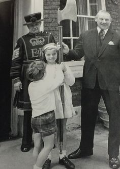 """"""" May Caroline and John visiting the Tower of London. Here they inspect an executioner's axe, shown to them by Sir Thomas Butler, the Tower's governor. Behind them in Beefeater costume is. Los Kennedy, John Kennedy Jr, Caroline Kennedy, Jfk Jr, Rosemary Kennedy, John Junior, Tower Of London, Gorgeous Men, The Past"""