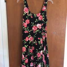 Soft & comfy floral F21 dress Super soft and comfortable dress from Forever21. Floral print  *worn once!* Forever 21 Dresses Midi