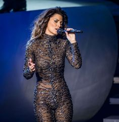 Shania Twain near naked / nude photos. Hottest Shania Twain ever. Beautiful Celebrities, Most Beautiful Women, Young Celebrities, Shania Twain Pictures, Robes Glamour, Jenifer Aniston, Country Singers, Country Musicians, Female Singers
