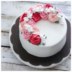 Bake With Love 사랑으로 베이킹 rosette half wreath buttercream cake. Gorgeous Cakes, Pretty Cakes, Cute Cakes, Amazing Cakes, Cake Decorating Techniques, Cake Decorating Tips, Rose Cake, Roses On Cake, Cake With Flowers