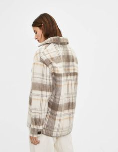 Discover this and many more items in Bershka with new products every week Flannel Shirt Outfit, Shirt Jacket, Fashion News, Fashion Outfits, Woman Fashion, Kendall Jenner Outfits, Swag, Pretty Photos, Oversized Shirt
