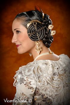 Mediterranean People, Bonnet Cap, Medieval Fashion, Just Dream, Medieval Fantasy, About Hair, Great Hair, Vintage Hairstyles, Headgear