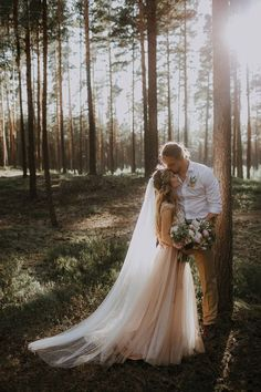 outdoor wedding photography We love the earthiness of forest wedding and this couple gave themselves a classic fairytale twist Wedding Kiss, Wedding Couples, Boho Wedding, Wedding Ceremony, Dream Wedding, Wedding Ideas, Outdoor Wedding Pictures, Wedding Tumblr, Bohemian Weddings
