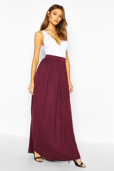 Looking for that chic spring look? The maxi skirt is your style saviour this season - shop boohoo's edit for casual must-haves and going out styles. Pleated Maxi, Chiffon Skirt, Maxis, Summer Skirts, Long Skirts, Jersey Maxi Skirts, Skirt Co Ord, Mi Long, Modest Fashion