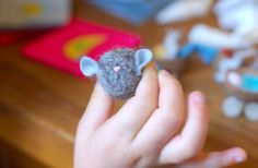 Easy needlfelted mouse for Advent Calendar pockets-Waldorf crafts