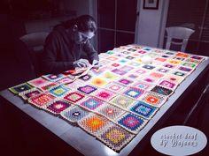 Decke häkeln Instagram: #crochetdeaf Quilts, Blanket, Crochet, Instagram, Mantas Crochet, Quilt Sets, Ganchillo, Blankets, Log Cabin Quilts