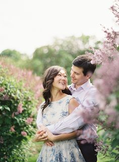This New York Botanical Garden Engagement Session from Judy Pak features lush blooms and breathtaking scenery. Winter Engagement Pictures, Country Engagement Pictures, Engagement Photo Poses, Engagement Couple, Engagement Shoots, Engagement Photography, Wedding Photography, Beach Engagement, Couple Photography