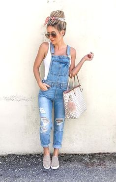 Ripped Denim Overalls With Tank Top ★ How to wear women overalls: best denim, vintage, shorts and other ideas. Source by ccmckenn outfits women Look Fashion, Denim Fashion, Womens Fashion, Feminine Fashion, 80s Fashion, Cheap Fashion, Fashion Clothes, Fashion Shoes, Cute Summer Outfits