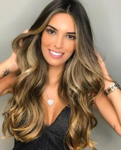 The most popular and most white hair color in 2019 - page 12 Hair Color And Cut, Ombre Hair Color, Long Curly Hair, Curly Hair Styles, Blonde Hair With Highlights, Caramel Highlights, Pinterest Hair, Great Hair, Balayage Hair