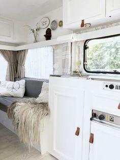 Caravan Vintage, Vintage Caravans, Caravan Decor, Camper Caravan, Vintage Trailers, Vintage Campers, Camper Trailers, Travel Trailers, Vintage Travel
