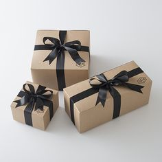 Classic Lighting & Period Inspired Home Goods Classic Lighting & Period Inspired Home Goods Gift Wrapping Bows, Creative Gift Wrapping, Christmas Gift Wrapping, Creative Gifts, Christmas Gifts, Birthday Goals, Gifts For My Boyfriend, Pretty Packaging, Beauty Box