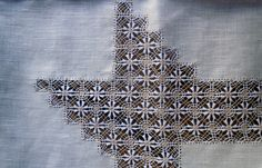 Detalle de las flores y círculos - Mantel Calado Garañón