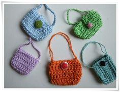 Miniature crochet handbags to try.