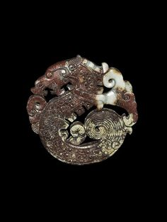 A carved agate(?) openwork bifacial plaque carved as a S-scrolled dragon with lingzhi behind its head - 20thC. China.